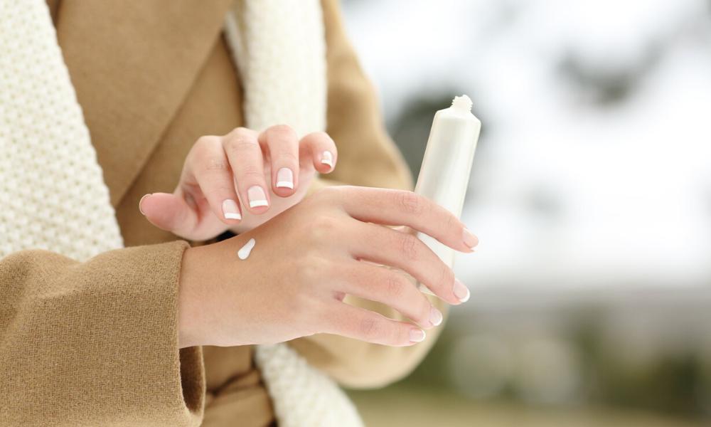 Come curare e proteggere le mani dal freddo